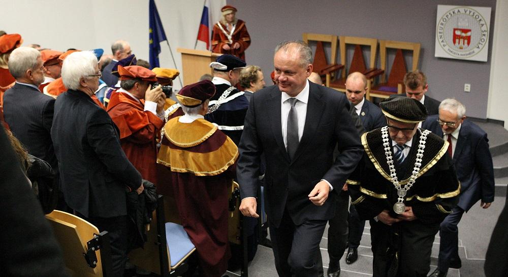 Prezident navštívil Fakultu masmédií Paneurópskej vysokej školy