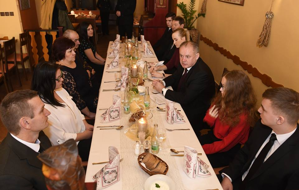 Prezident pozval na vianočný obed rodiny v núdzi
