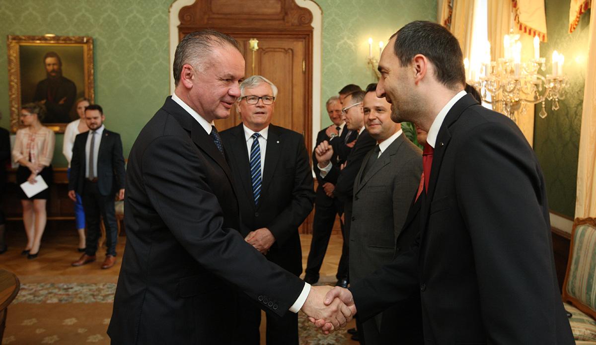 Prezident rokoval s predstaviteľmi automobilového priemyslu