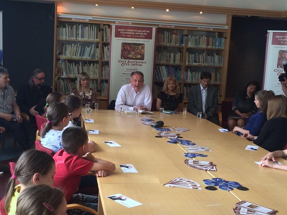 Prezident čítal deťom v Dolnom Smokovci