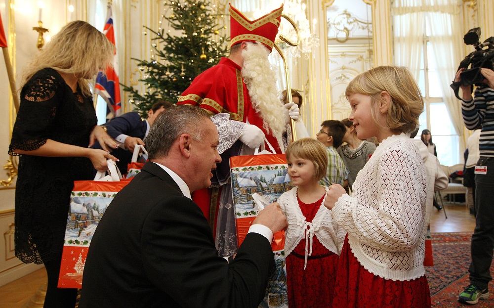 Deti z detských domovov prišli za Mikulášom do Prezidentského paláca