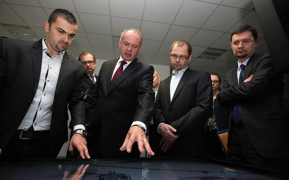 Prezident navštívil v Žiline technologický inštitút aj automobilku