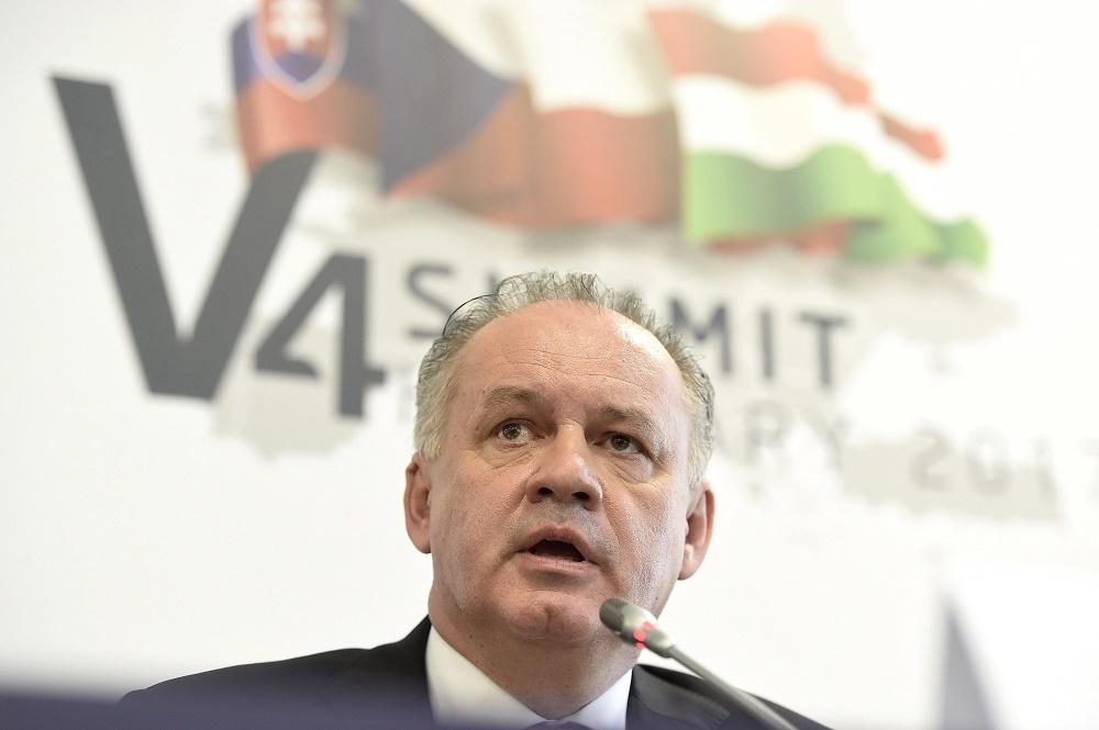 Prezident na samite V4: Extrémizmus vnímane veľmi silno