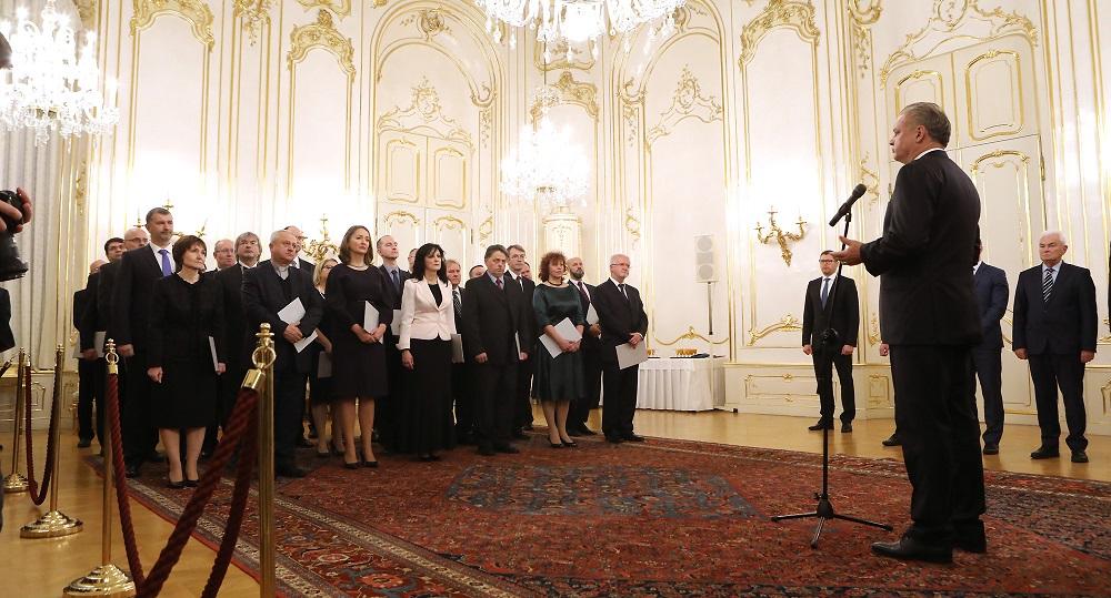 Prezident vymenoval 30 profesorov, apeloval na kvalitu školstva