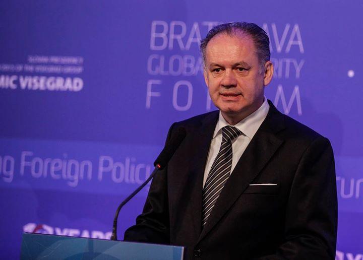 Prezident odsúdil násilie na demonštrácii v Bratislave
