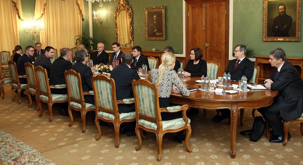 Prezident diskutoval s ministrom školstva: Je čas na konkrétne opatrenia