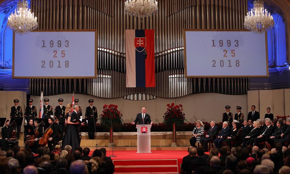 Prezident Kiska udelil štátne vyznamenania 25 osobnostiam