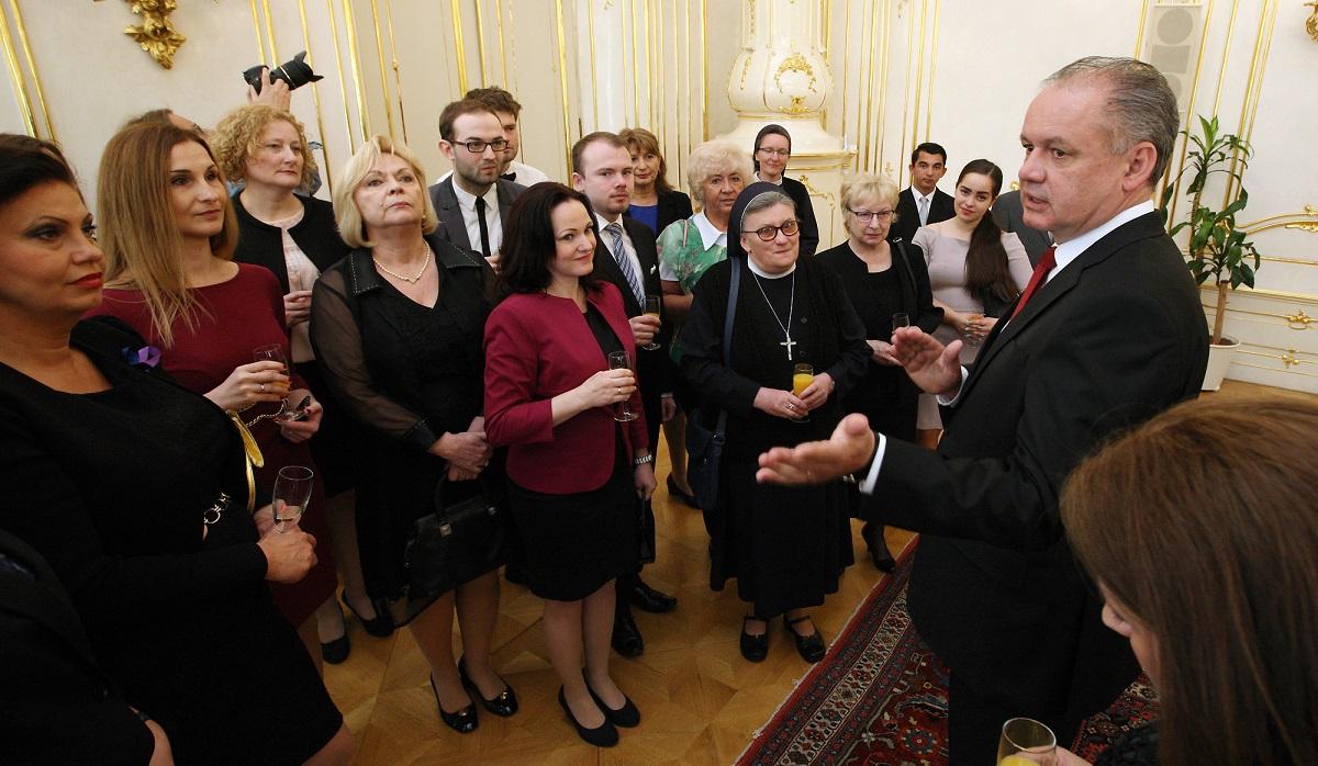 Prezident prijal nominovaných na ocenenie Dobrovoľník roka