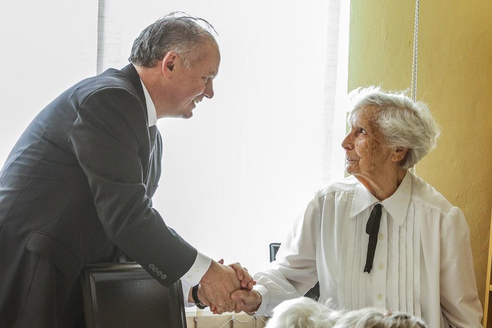 Na Štedrý deň navštívil prezident nemocnicu a seniorov