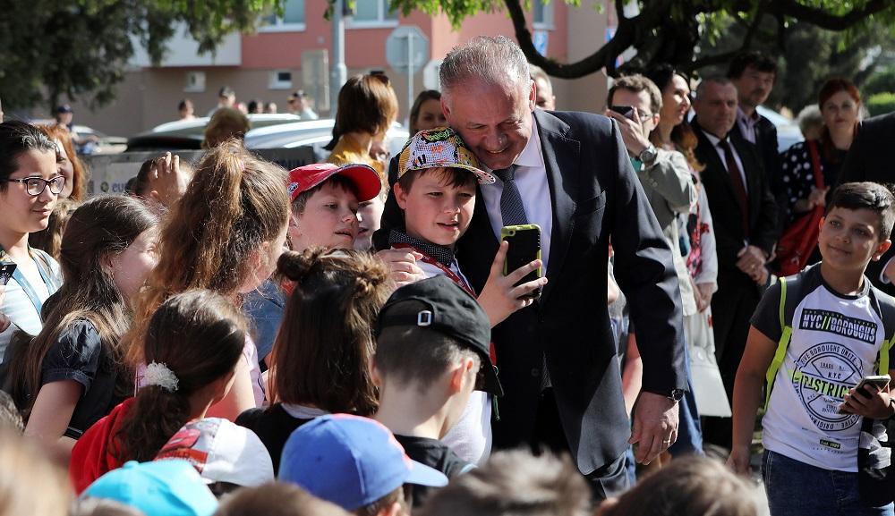 Prezident hovoril v Senici o doprave, diskutoval so študentmi