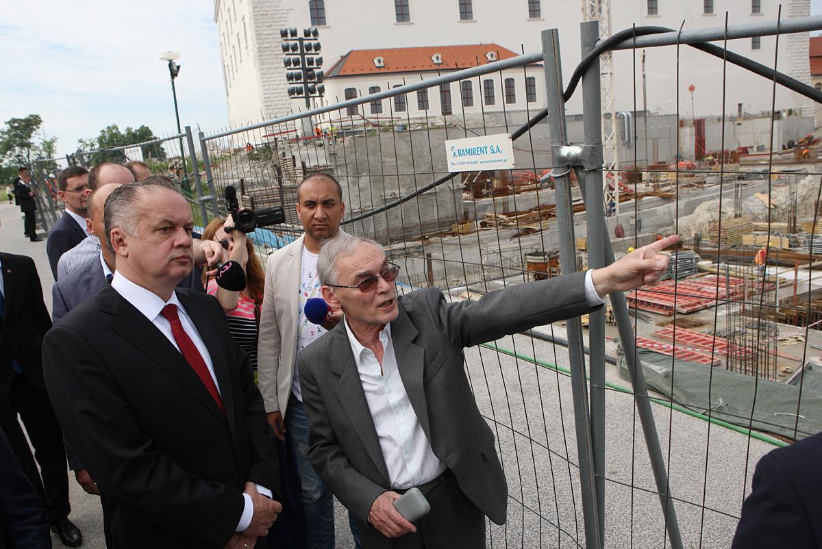 Prezident si prezrel výstavbu garáží pri Bratislavskom hrade