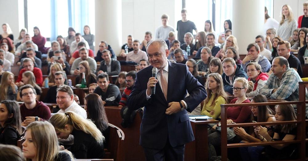 Prezident diskutoval so študentmi Univerzity Komenského