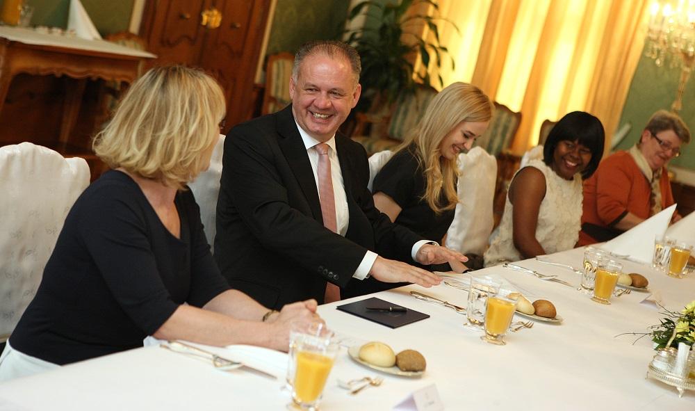 Prezident pozval desať žien na slávnostný obed pred MDŽ