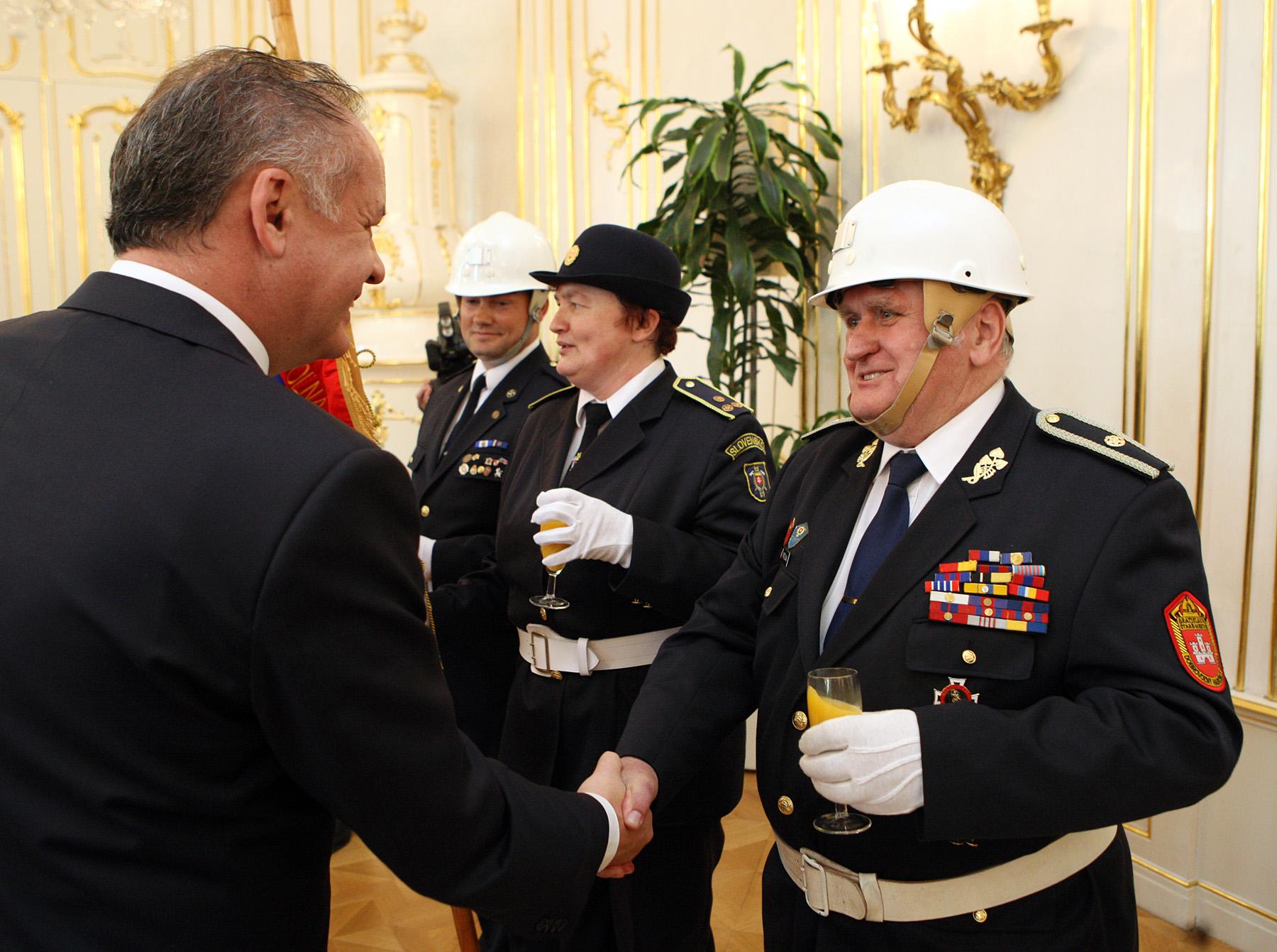 Prezident prijal dobrovoľných hasičov