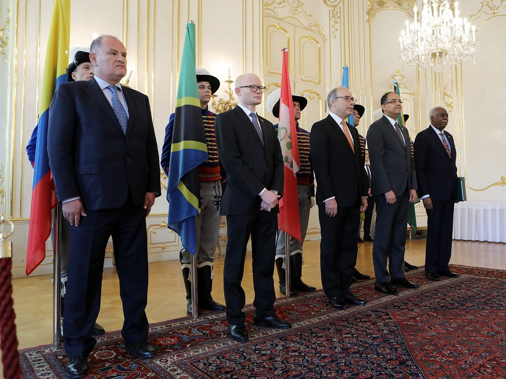 Prezident prijal nerezidentných veľvyslancov