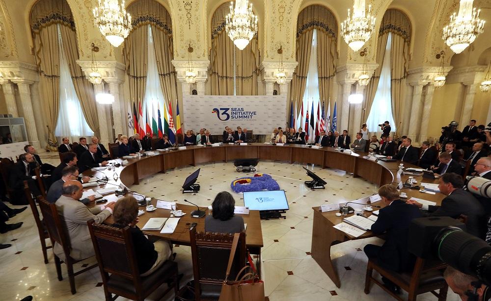 Prezident v Bukurešti: Slovensko by nemalo závisieť od Ruska