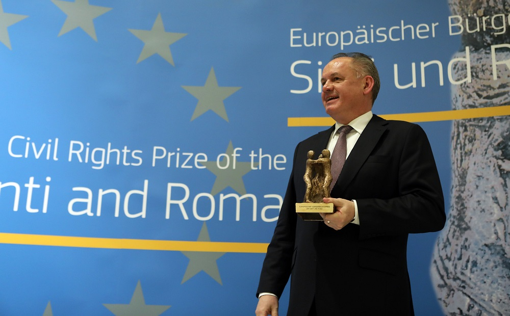President awarded European prize for engagement with Roma issues