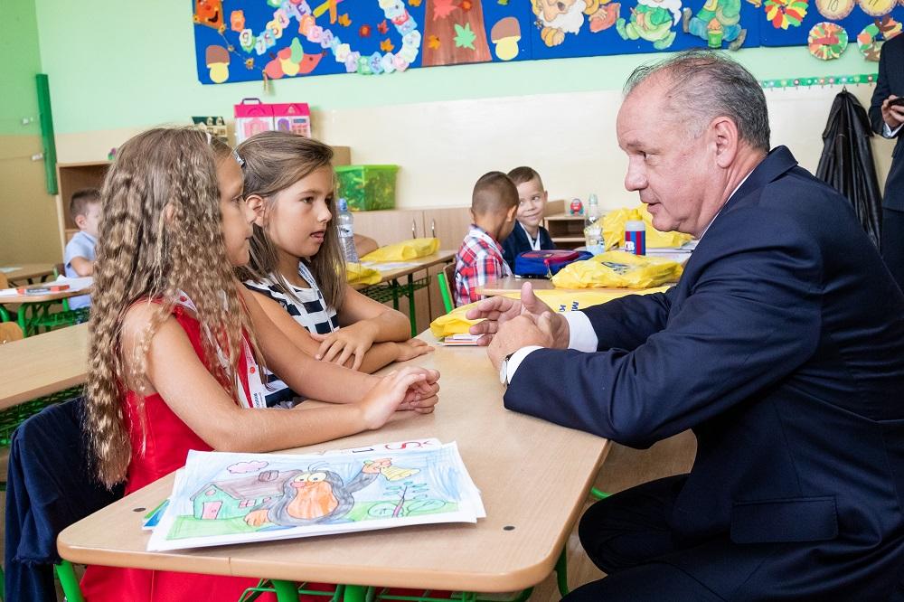 Prezident otvoril školský rok v Košiciach: Chýba reforma školstva