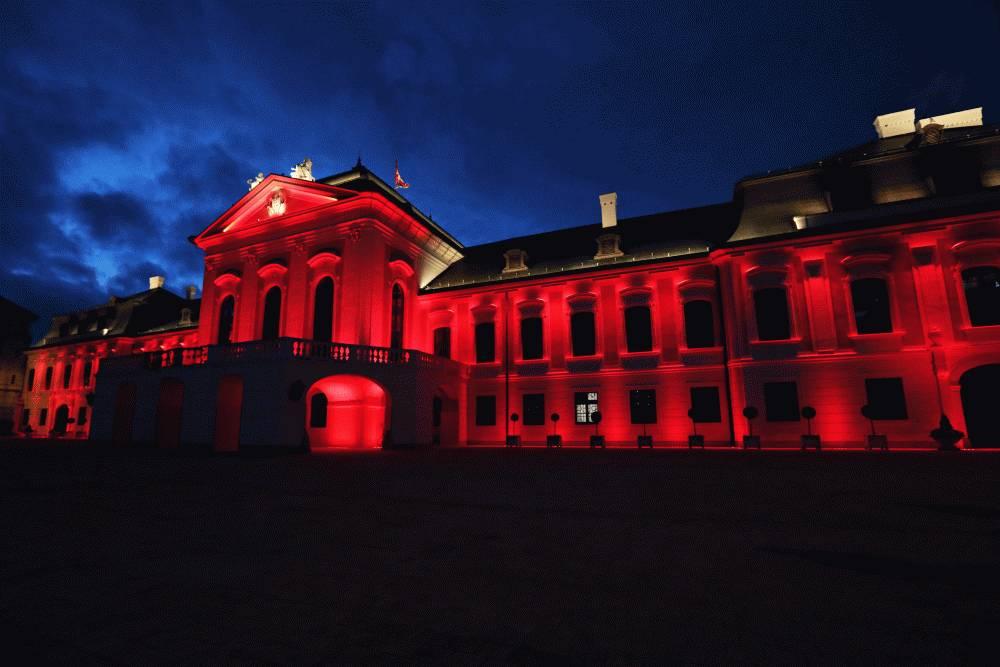 Prezidentský palác je červený na podporu pacientov s hemofíliou
