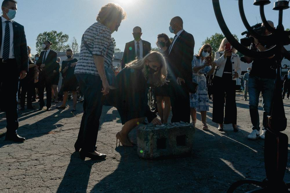 Prezidentka si na pietnej spomienke v Seredi uctila obete holokaustu