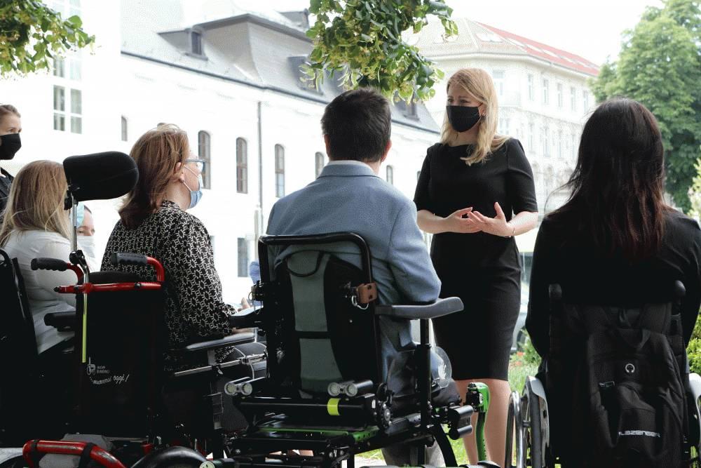 Prezidentka sa stretla s organizátormi zbierky Belasý motýľ