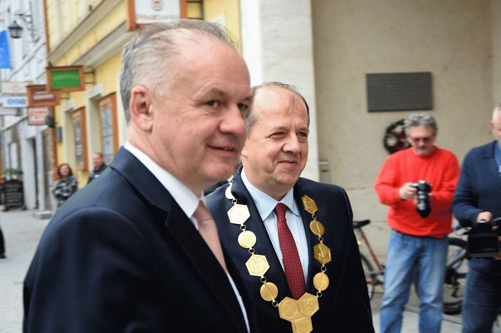 Kiska ocenil víziu Trenčína, upozornil na problémy s cestami, lekármi a ťažbou