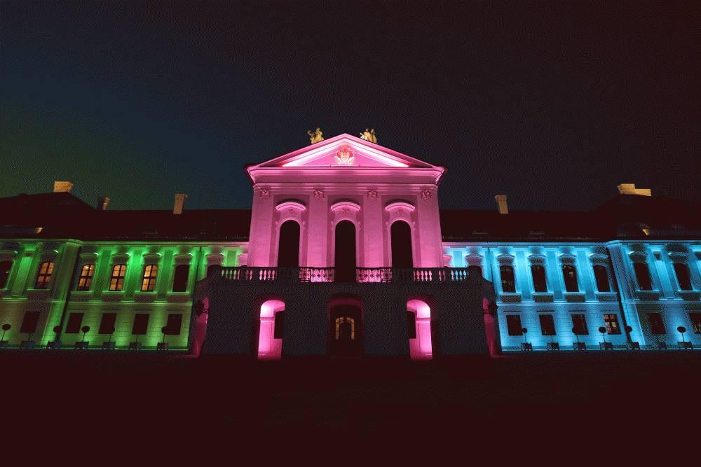 Osvetlenie Prezidentského paláca pripomína deň zriedkavých chorôb