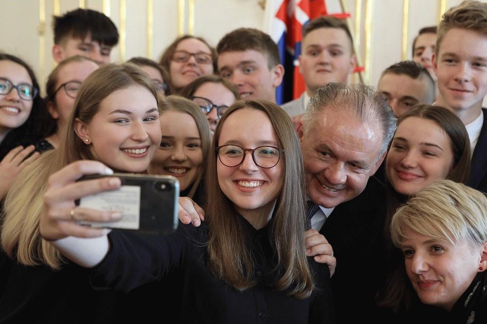 Prezident prijal stredoškolákov zapojených do projektu proti korupcii