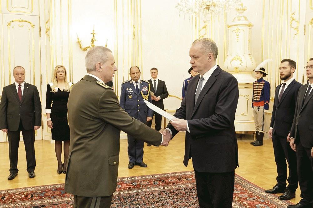 Prezident vymenoval a povýšil generálov