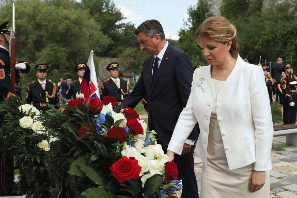 Prezidenti Slovenska a Slovinska si uctili obete totality pri Bráne slobody