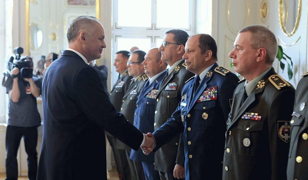Prezident sa stretol s vojenskými veliteľmi: Veci sa pohli, ale je čo zlepšiť