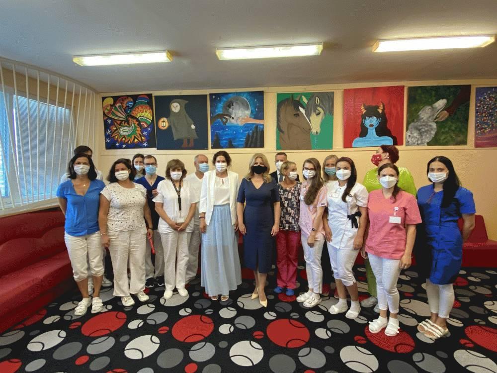 Počas návštevy detskej psychiatrie prezidentka riešila nedostatok lôžok