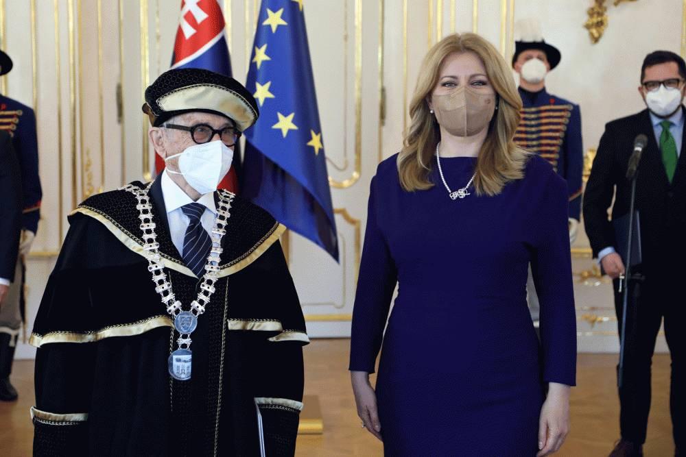 Profesor Juraj Stern sa znova stal rektorom PEVŠ