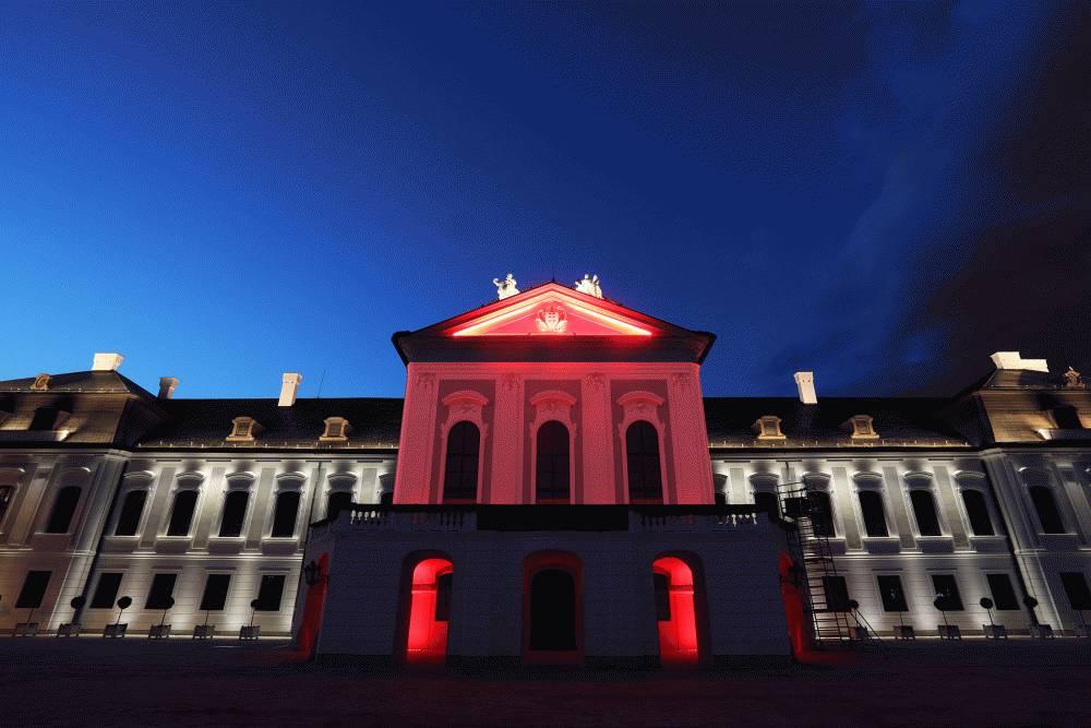Prezidentský palác je osvetlený na znak solidarity s občanmi Bieloruska