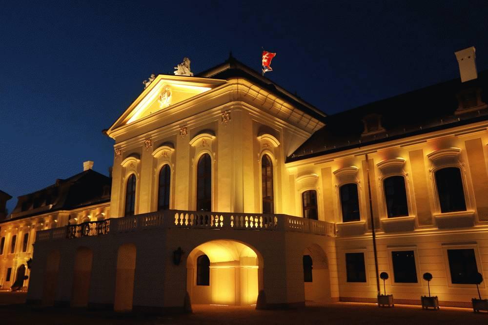 Prezidentský palác svieti nažlto, upozorňuje na srdcovo-cievne ochorenia