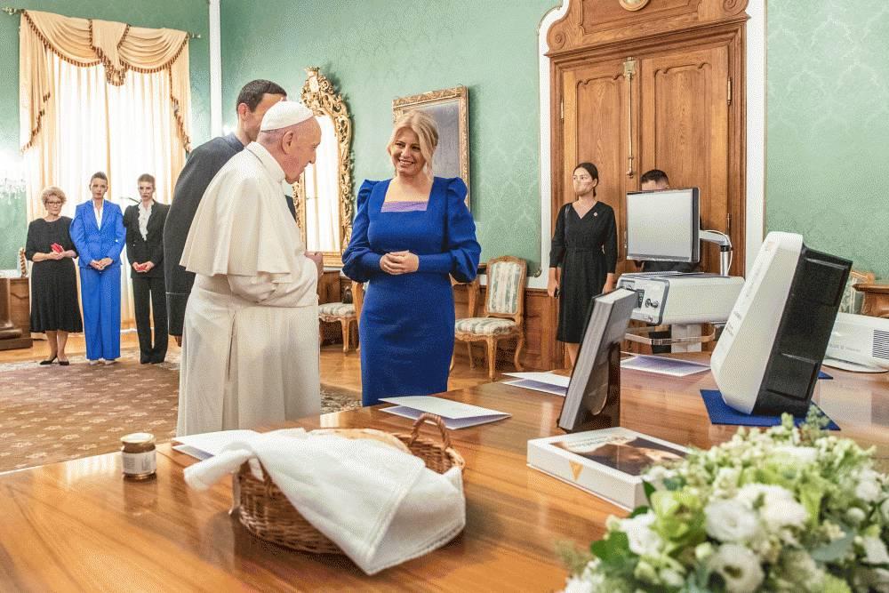 Dary prezidentky pápežovi majú praktickú aj symbolickú hodnotu
