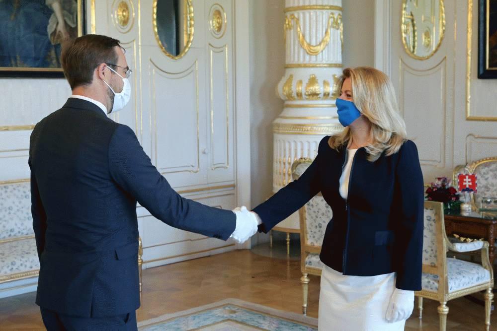 Prezidentka hovorila s ministrom Krajčím o pandémii