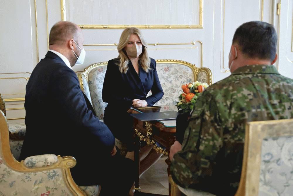Prezidentka s náčelníkom Generálneho štábu OS SR a ministrom obrany