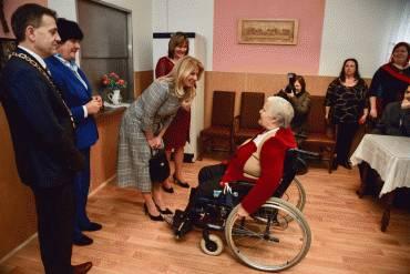 Prezidentka a ombudsmanka hovorili o senioroch a navštívili domov dôchodcov