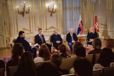Rozhovory z Prezidentského paláca o predvolebnej atmosfére