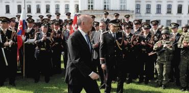 Andrej Kiska sa rozlúčil s vojakmi Čestnej stráže