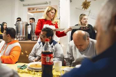 Prezidentka podávala vianočnú kapustnicu ľuďom bez domova